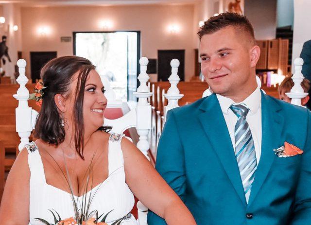 Nigdy nie wrzucam tu zdjęcia ze  śluby kościelnego. To nadrabiam. To mój drugi ślub kościelny, pierwszy unieważniłam. Bardzo dużo z Was pytało mnie o moje 4 śluby. Miałam właśnie tyle, z pierwszym mężem dwa cywilny i kościelny i dokładnie tak samo z drugim. Tak jakoś wyszło 4 śluby i żadnego wesela. Ostatni ślub wzięliśmy w bardzo małym gronie tylko, my dzieci i świadkowie. To był najfajniejszy ślub ze wszystkich. Bo to my liczyliśmy się w tym najbardziej. Tak jak obiecałam opowiem Wam jak unieważnić ślub kościelny, bo bardzo dużo z Was o to pytało.  A jaki jest ślub z Twoich marzeń?  #matkagigantka  🤍🤍🤍 #frej  #mama  #matka  #mamusia  #małżeństwo  #para  #couple  #couplegoals  #rocznica  #onaion  #mążiżona  #mazizona  #my  #dlablizniakow  #milosc  #miłość  #love  #husbandandwife  #marriage  #heandshe  #we  #wedwoje  #razem  #razemnajlepiej  #kocham  #kocha #związek  #malzenstwo